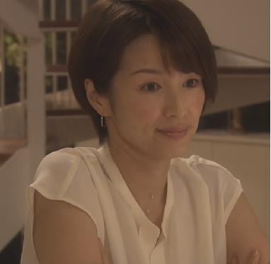 オトナ女子-吉瀬美智子-ピアスが映える髪型画像