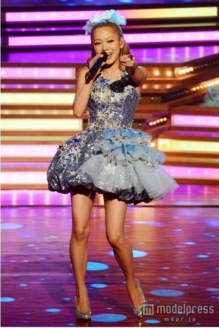 西野カナ-2012年レコード大賞で着用したドレス-画像