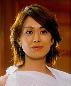 「コンシャス」編集長役の蘭寿とむ画像