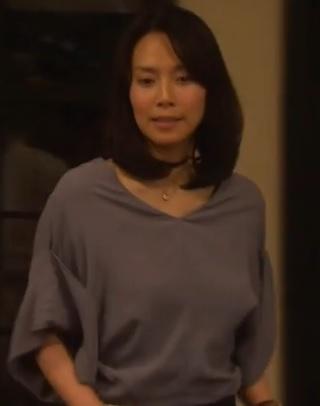 中谷美紀-ドラマ衣装-とろみブラウス-画像