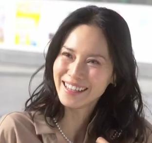 中谷美紀-ドラマ衣装-私結婚できないんじゃなくてしないんです1話-3-画像