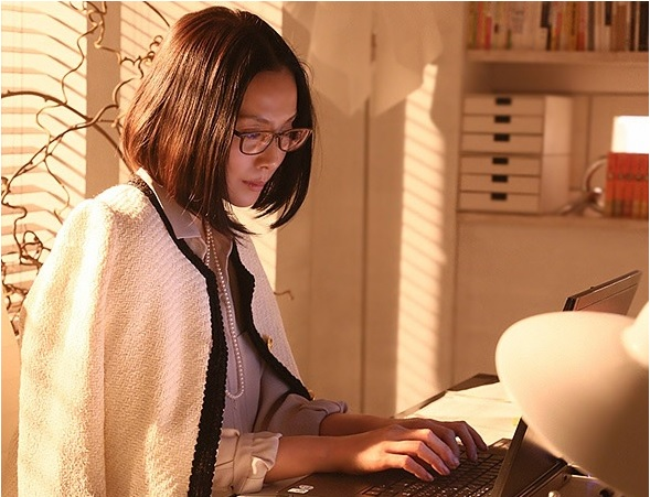 中谷美紀-ドラマ-眼鏡-ゴーストライター-画像