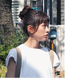 桐谷美鈴ードラマ衣装ー白Tシャツー画像